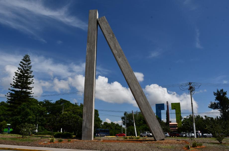 """Llega aZapopanla escultura """"Dos monolitos de concreto"""""""