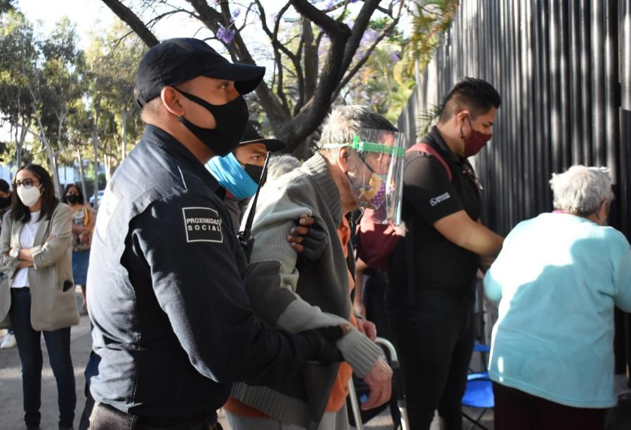 Inicia enZapopanvacunación contra Covid-19 para personas mayores