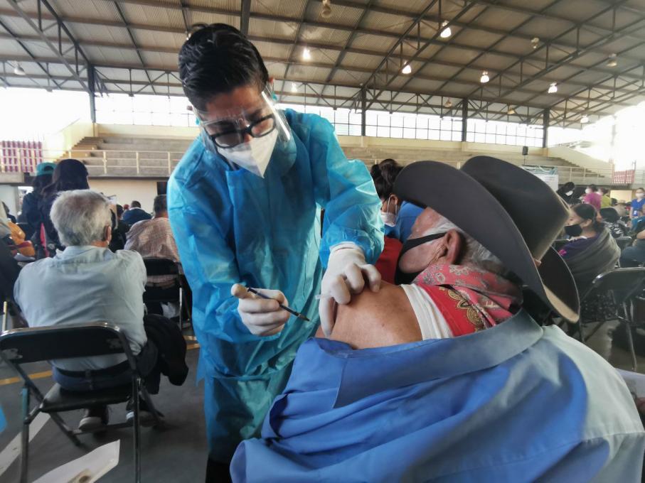 Supervisan módulos de vacunación de la Universidad de Guadalajara enZapopan