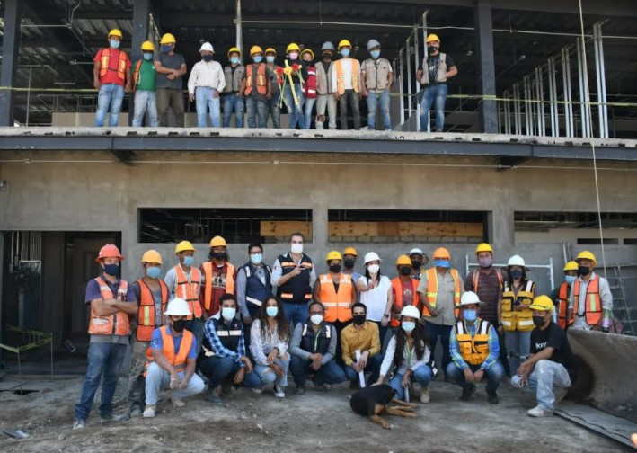 Visita Graciela de Obaldía a trabajadores de la construcción